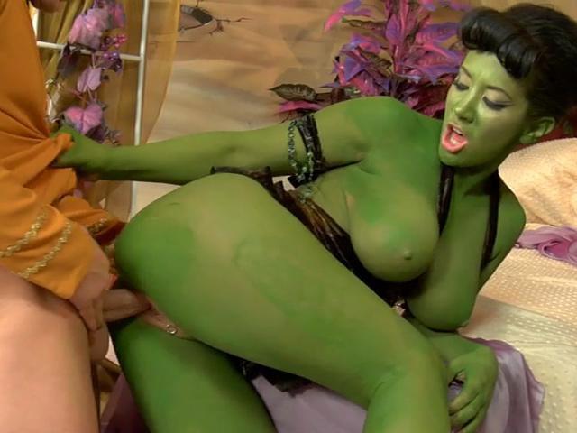 Capitan Dirk rimuove la ruggine di Jayden Jaymes la schiava del sesso dalla pelle verde