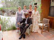 Un polygame se fait interviewer la pine par une journaliste polissonne