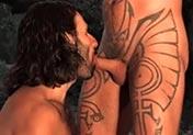 Tatuado travieso enculado con fuerza