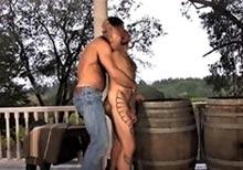 Bad boy tatoué veut se faire déboiter la raie