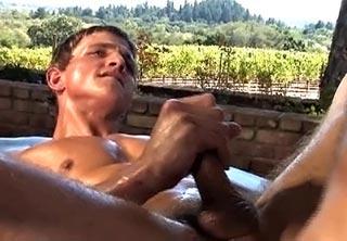 Rodéo anal entre beaux gosses