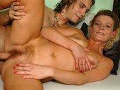 Mamie poils aux pattes se fait défriser la foufoune
