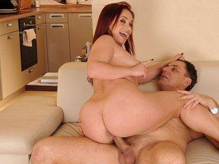 Olga la sniffeuse de sperme se fait dérouiller par un vieux papa