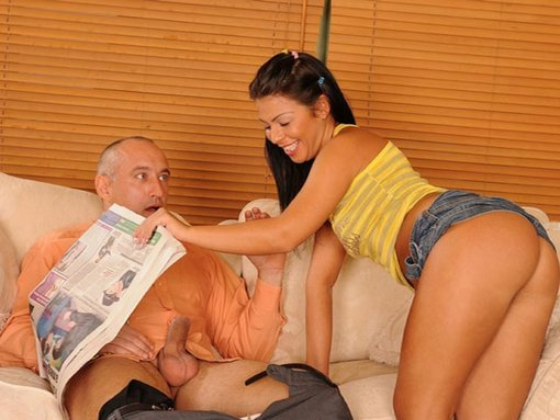 Giggy entretient la bite de son employeur