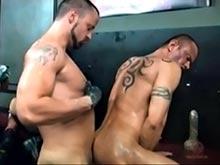 Mon poing dans ton cul salope