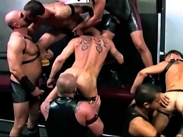 Une équipe de fisteurs s'explosent le cul