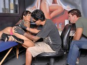 Jandi la chaudasse se fait enfiler par son tatoueur