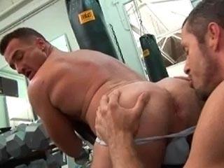 Nouvel employ� bien gourmand du cul