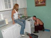 Vivian la Milf se fait déboucher par son plombier !