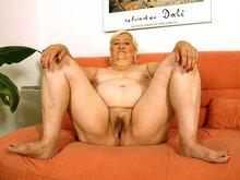 Grand mère porno profite d'un jeunot en rut