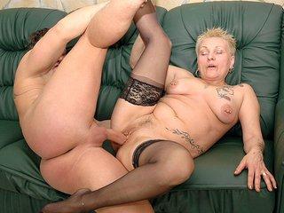 Nikita la mamie tatoué se fait récurer la cramouille 5