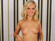 Strip sexy de Bella la belle blondinette