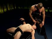 Pute gay soumise se fait défoncer le cul à la dure