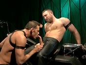 Deux gays se fistent simultanement