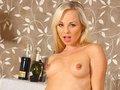 video de sexe Stella la belle blonde à la langue bien pendue