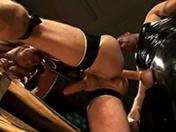 Il se fait fissurer le cul pendant 1 heure