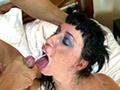 Suhaila adore la bite et elle vous le prouve - Le temps d'une petite interview et Suhaila la croqueuse de bite entre en action. Apr�s une grosse pipe et un soixante-neuf, cette salope silicon�e se fait d�monter comme une chienne Avant de prendre une belle gicl�e de sperme dans la bouche !