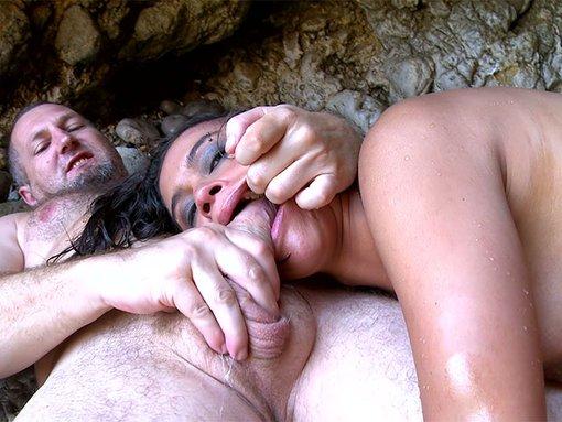Alice merveilleusement tringlée contre un rocher espagnol