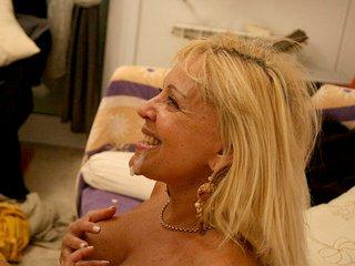 Enculade d'une vieille blondasse