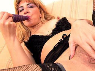Martina, une mature qui aime l'anal
