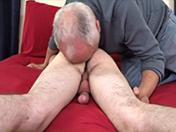 Un bel italien se fait pomper par un vieux