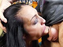 Ana Ribera se fait atomiser le cul