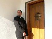 Le prêtre défroqué se tronche une salope