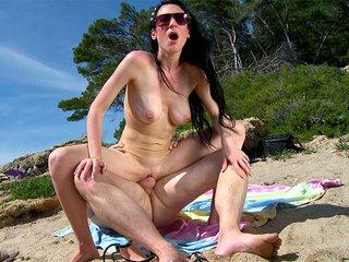 La spiaggia delle troie in mancanza di cazzo