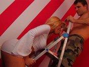 Bimbo latina qui fornique avec un peintre d'appartement