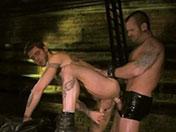 Trío de gay furioso follada en las alcantarillas
