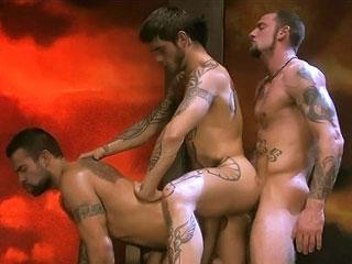 Trois bad boys s'enculent � la chaine