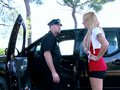 video de sexe Blonde au volant sodo au tournant