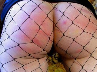 Video porno Belle brunette se fait molester l'anus