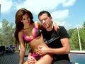 Susi Gala s'emboite sur un phil au bord d'une piscine