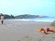 Culbute touristique sur une plage ibérique