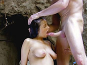 Jeunette lubrique pose son cul sur une bite
