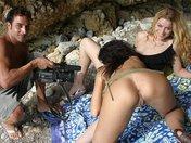 Carla la bionda latina scopata da una brunetta ed un fotografo