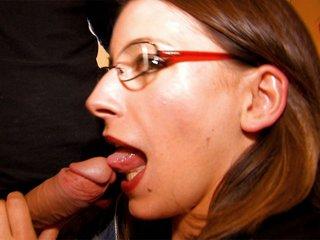Amélie Jolie la secrétaire étroite se fait casser le cul 3