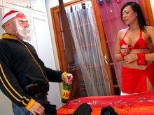 Le père Noël troue le cul de la mère Noël