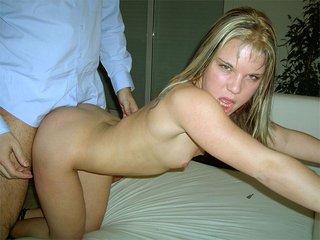 Partouze d'une brunette et d'une blondinette diaboliquement salope