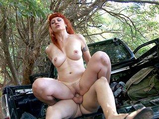 Lili la rossa autostoppista che trombiamo nel bosco