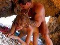 Exercices de porno-fitness d'une rouquine sur une plage ibérique