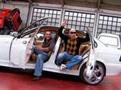 Grosse pute et voiture de luxe
