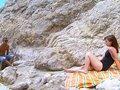 Kim Equinoxx en trio avec deux queutards sur une plage