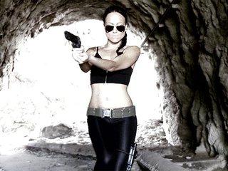 Joyce Exess se fait enculer virtuellement en mode Lara Croft