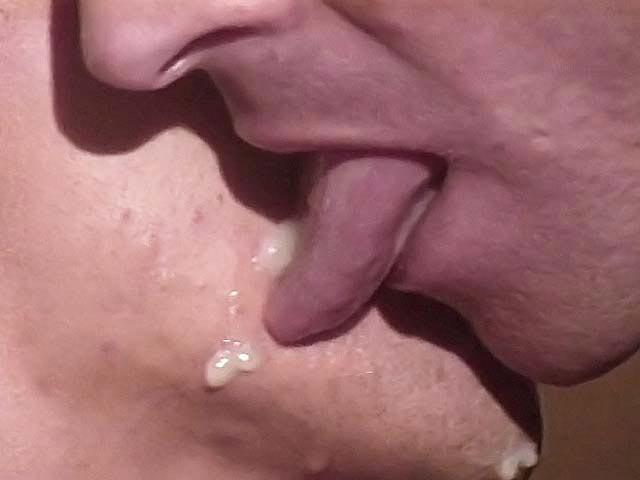 Dominazione orale e anale di un ragazzo asiatico