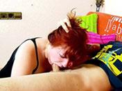 Rouquine grassouillette dévore une quéquette
