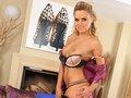 porno video Bea la blondasse en short qui strip comme une pro sexe gratuit