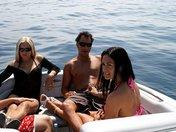 Enfilades de deux salopes sur un bateau