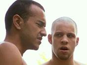 sexe Taulards en cavale baisent un flic gay